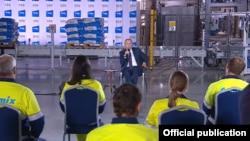 """Путин во время встречи на заводе """"Цемикс"""""""