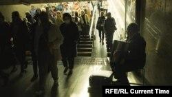 """Кадр из фильма """"Родина – она моя"""""""