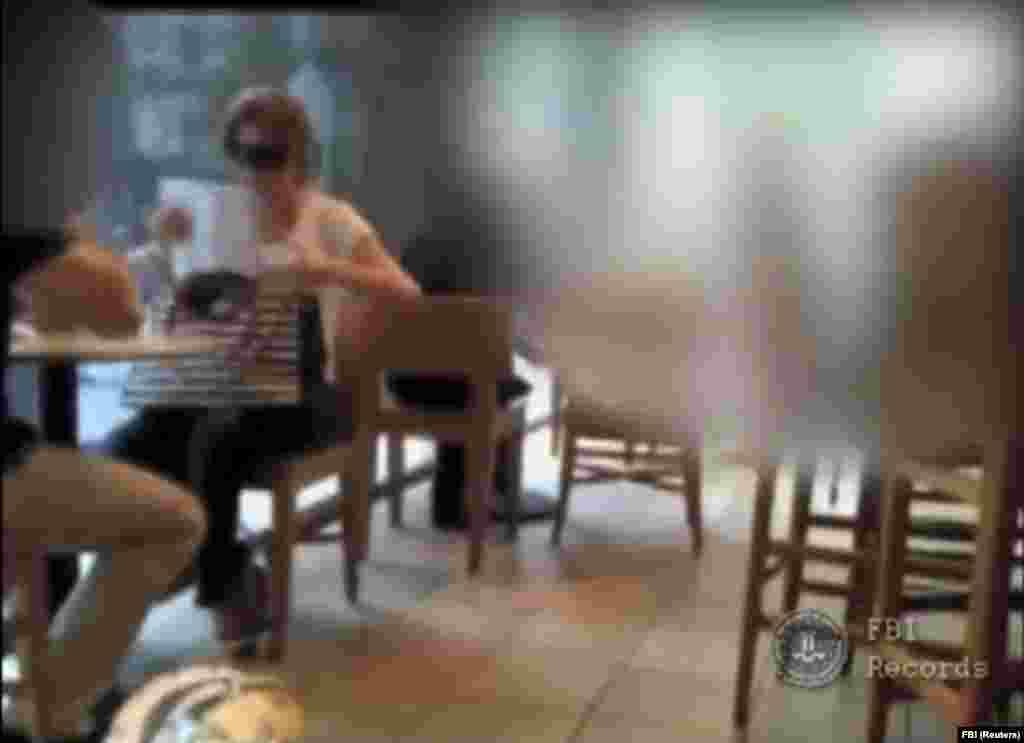 26 июня Чапман встретилась в одной из кофеен с агентом ФБР под прикрытием, который предложил ей фальшивый паспорт и сотрудничество с другими агентами. После встречи она позвонила своему отцу и вскоре пришла в полицейский участок, где сдала паспорт. Чапман и еще девятерых аффилированных с ней человек арестовали на следующий день