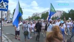 На новую акцию протеста в Хабаровске вышли десятки тысяч человек
