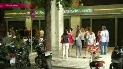 В Греции на неделю закрыты банки, люди стоят в очередях к банкоматам