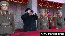 Ким Чен Ын на параде 8 февраля 2018 года
