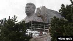 """""""Гранитная"""" голова Сталина, воссозданная для съемок фильма"""
