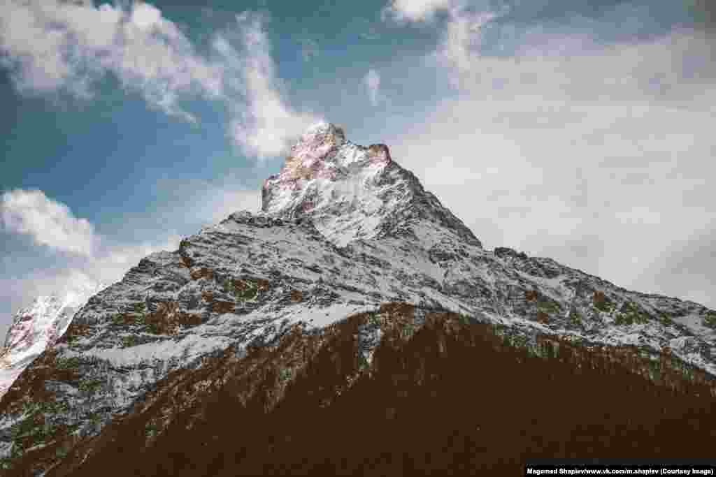 Но для работы он используетCanon 5D Mark II и Sony Alpha A7. На фото – горная вершина на юге Дагестана