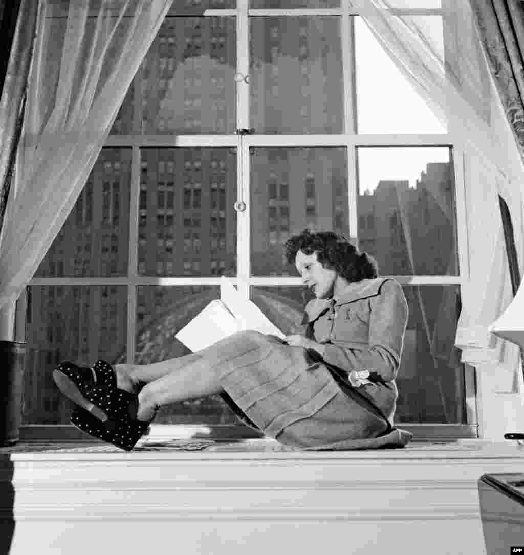 Карьера Пиаф началась после окончания Первой мировой войны, когда она была еще совсем маленькой. Эдит пела на улицах Парижа вместе с отцом