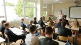 Конституционный суд Латвии рассматривает иск об отмене перевода всех школ на латышский язык обучения