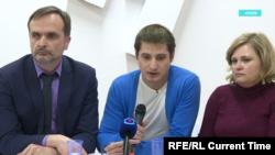 Максим Лапунов (в центре)