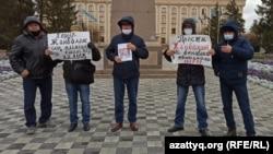 Акция протеста в Уральске в память об убитом Жанболате Агадиле. 12 ноября 2020 года