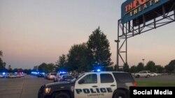 Полиция у кинотеатра в Лафайетте, где произошла стрельба