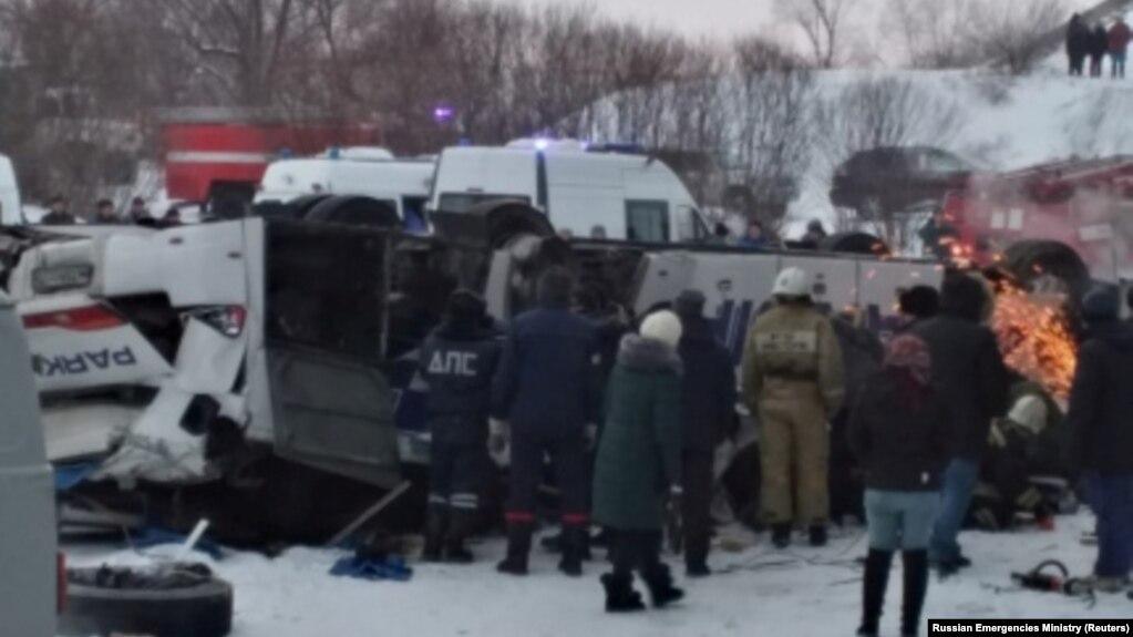В Забайкалье автобус с людьми рухнул с моста