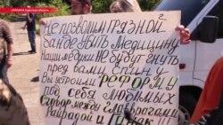 """""""Не трогайте больницы!"""": возмущенные реформой украинцы перекрыли трассу под Одессой"""