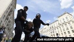 Задержания на Тверской улице 27 июля 2019 года
