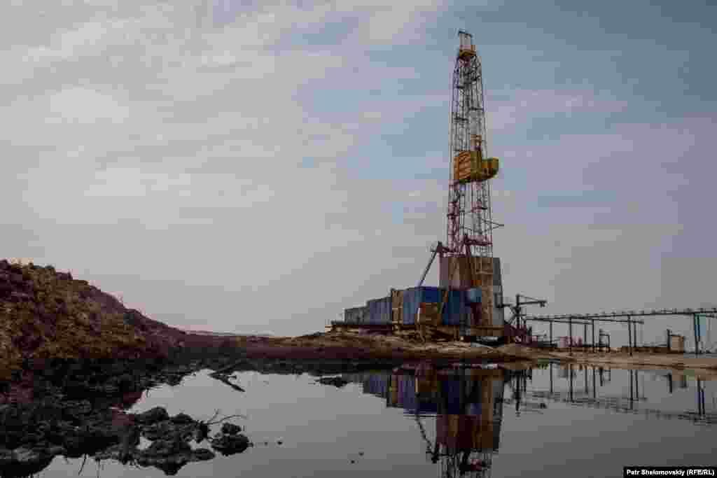 Заброшенная нефтяная скважина возле оленеводческих угодий