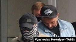 Режиссер Кирилл Серебренников по этому же делу находится под домашним арестом до начала января