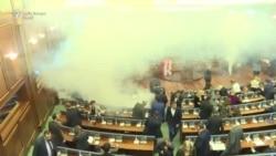 В Косово депутаты распылили слезоточивый газ, чтобы сорвать голосование