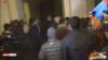 Протестующие против прекращения войны в Карабахе ворвались в здание правительства Армении