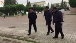 Репортёр Радио Свобода в Уральске снял на видео свое задержание