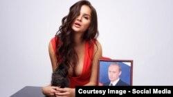 Бывшая абитуриентка журфака МГУ Алиса Харчева, снявшаяся для календаря к дню рождения Владимира Путина