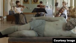 """Кадр из фильма """"В постели с писателем"""""""