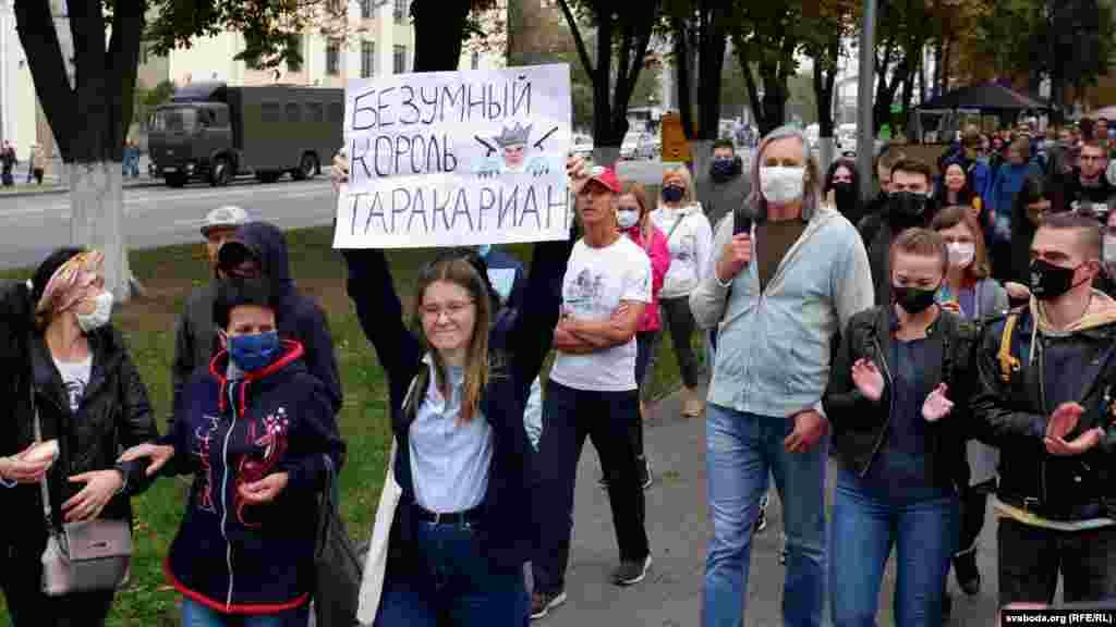 Массовые акции протеста прошли и в других городах Беларуси. В Гомеле силовики применили против участников мирного марша слезоточивый газ и светошумовую ракетницу. Людей жестко задерживали