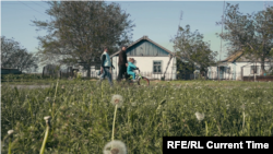 "Кадр из фильма ""Ходьба с препятствиями"""