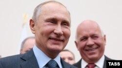 Путин с Сергеем Чемезовым