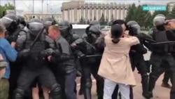 Протесты в Улан-Удэ разгоняют омоновцы и люди в штатском