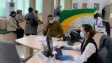 Азия: штурм банков и драки в очередях