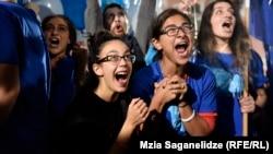 """Сторонники партии """"Грузинская мечта"""" празднуют предварительную победу, 8 октября 2016"""