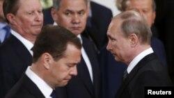 Сергей Иванов, министр обороны Сергей Шойгу, Дмитрий Медведев и Владимир Путин