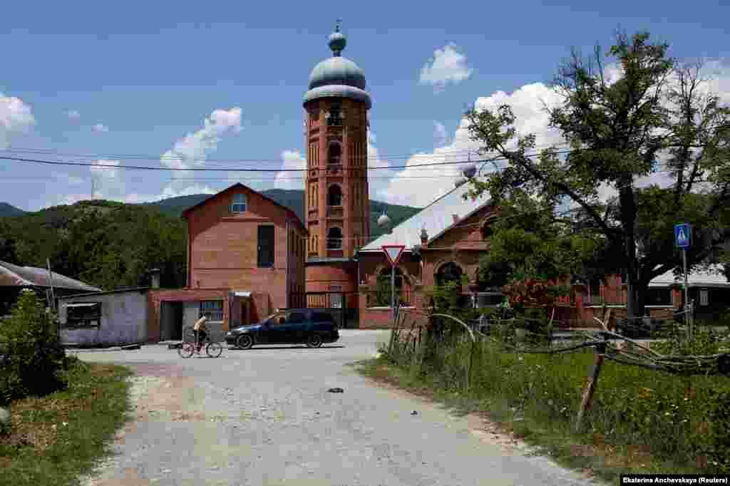 Мечеть в деревне Дуиси. В Панкисском ущелье большинство жителей исповедуют ислам, несмотря на то, что Грузия – преимущественно христианская страна