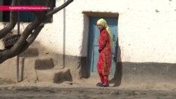 """""""Один осколок вошел отсюда, второй – через глаз"""". В Таджикистане дети подорвались на российском снаряде"""