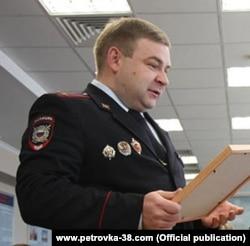Подполковник Александр Кузин оказался замешан в ряде скандалов с коррупцией и применением насилия, был уволен из органов в связи с утратой доверия, но снова нашел работу в другом округе Москвы