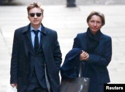 Вдова Александра Литвиненко - Марина - с сыном Анатолием в Высоком суде в Лондоне, 2 февраля 2015