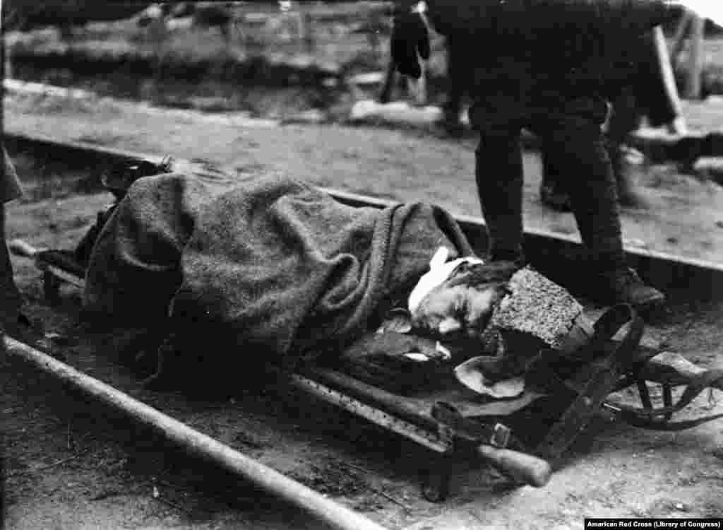 Раненый большевик, 1919 год