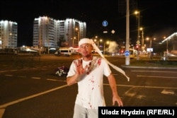 Силовики применили против демонстрантов светошумовые гранаты, резиновые пули и жестоко избили их. 10 августа