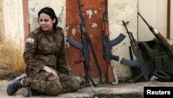 Женщина-езидка, воюющая в составе курдских военных формирований