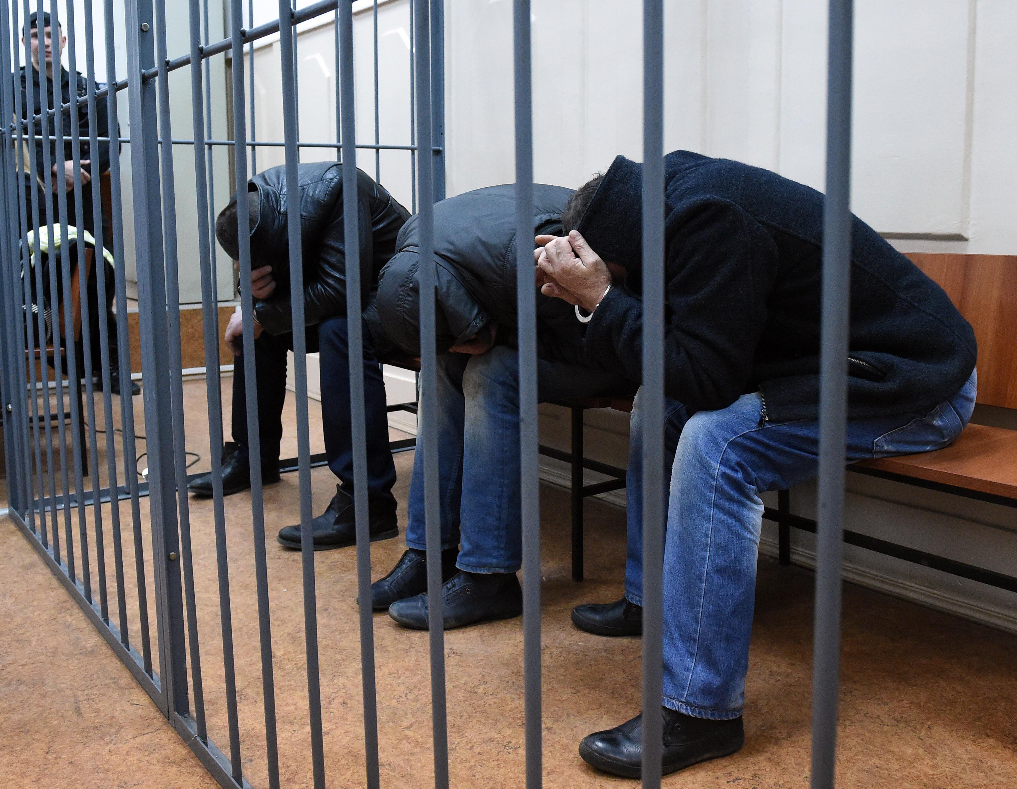 Подозреваемые в убийстве Бориса Немцова в Басманном суде Москвы. Фото: AFP