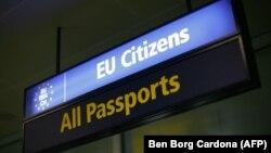 Миграционный контроль в аэропорту Мальты