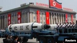 Военный парад к 105-летию Ким Ир Сена в Пхеньяне