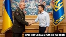 Владимир Зеленский на встрече с начальником Генштаба Русланом Хомчаком