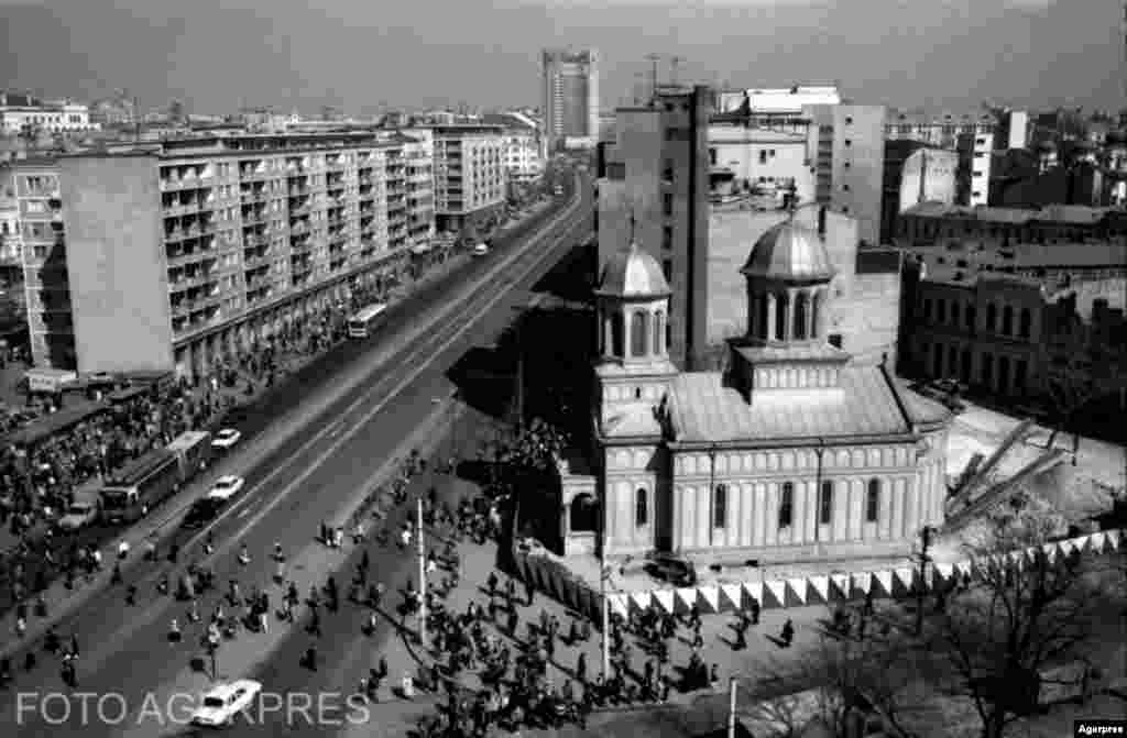 Православная церковь святого Иоана Нового в Бухаресте во время перемещения в 1986 году