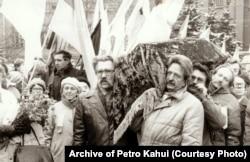 Перезахоронение украинских диссидентов Василия Стуса, Юрия Литвина и Олексы Тихого в Киеве в ноябре 1989 года