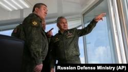 Министр обороны России Сергей Шойгу, на учениях в Крыму, 22 апреля