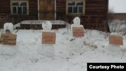 Cнеговики в деревне Зачачье