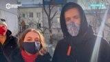 Ершик вместо микрофона: звезды вышли на протесты за Навального