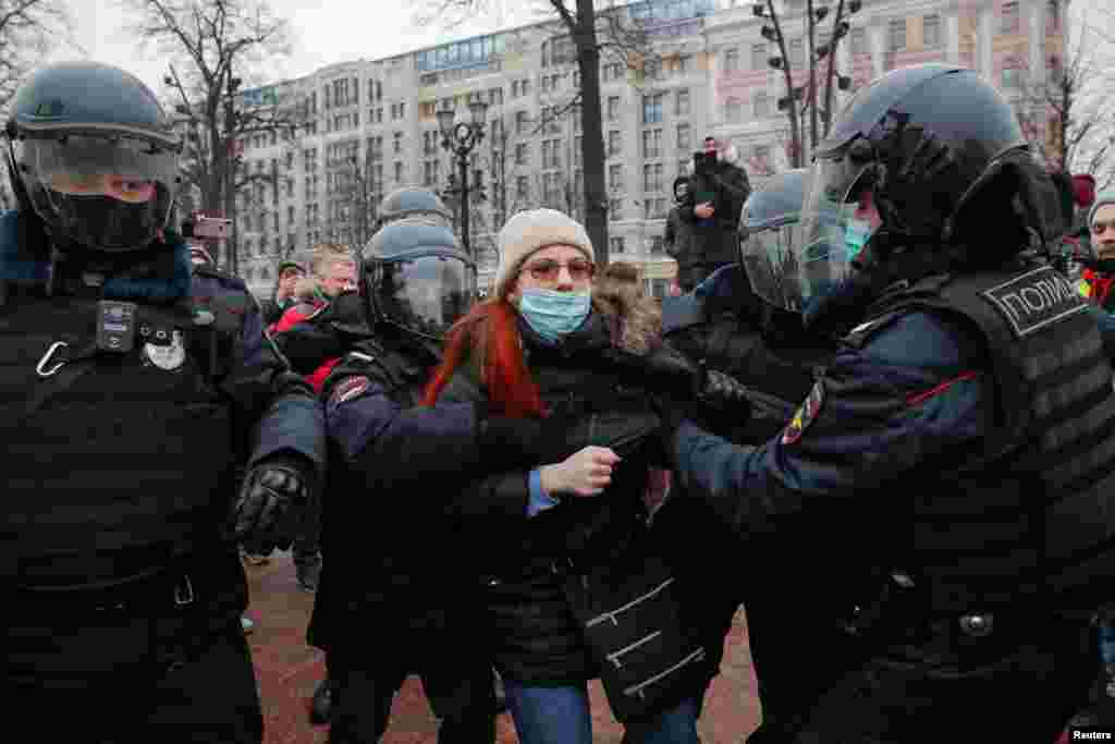 Riot police in Moscow appeared to work usually in groups of four to six to detain one person. Women appeared to make up the minority of detainees.