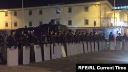 Полицейское оцепление вокруг стройплощадки Абу-Даби Плаза в Астане