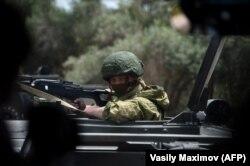 Российский военный конвой возле сирийского города Хама, май 2016 г.
