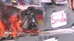 Протесты перед саммитом: сожженный танк, стычка с полицией и лидеры на воздушных шарах